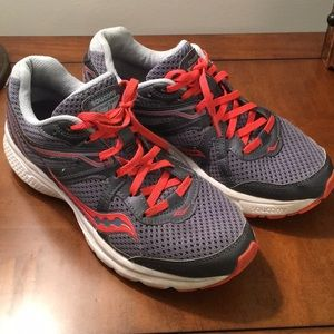 SAUCONY COHESION 11 ( With Small hole)